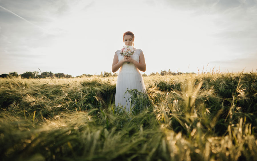 Braut im Sonnenuntergang