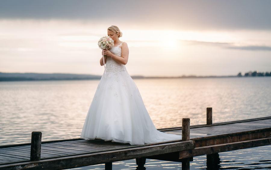 Braut auf Steg