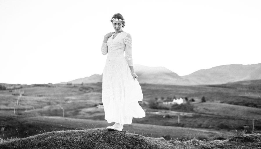Braut in untergehender Sonne
