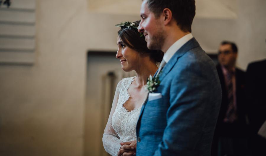 Trauriger Blick der Braut